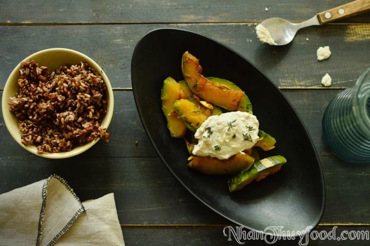 """Giáo viên thực dưỡng Anh Vũ, chủ của wepsite bepthucduong.com đã nhận xét rằng """" Gạo Nhân Thùy khi nấu rất thơm, hương bay ngào ngạt, cơm ăn rất dẻo, ngọt và tạo cảm giác thèm ăn, chứa nhiều năng lượng"""""""