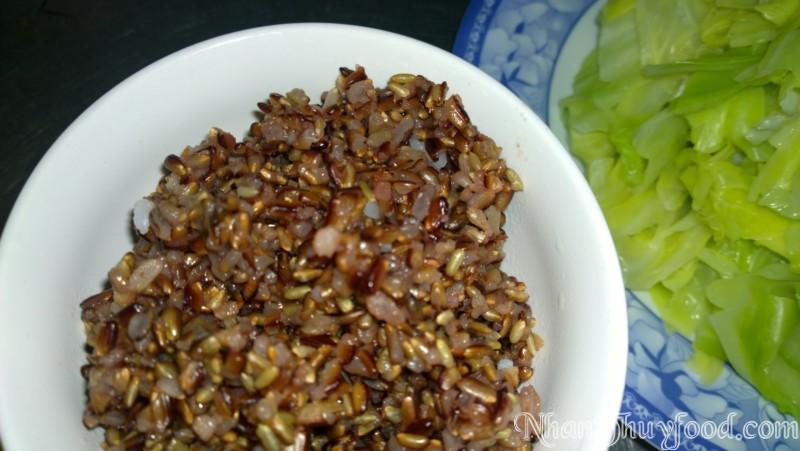 Cơm gạo lứt tím Nhân Thùy không chỉ thơm, dẻo, ngọt mà còn rất nhiều chất dinh dưỡng