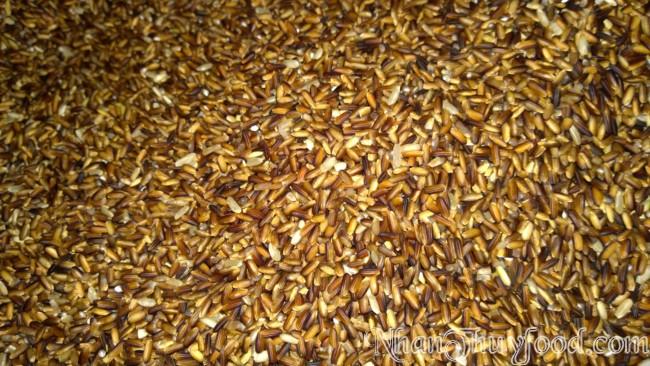 hạt gạo đều hơn, sạch tạp chất hơn so với làm thủ công rất nhiều