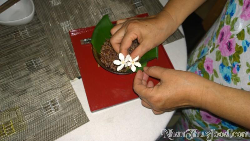 Cô Thúy Hồng master chef 2013 nấu cơm gạo tím Nhân Thùy