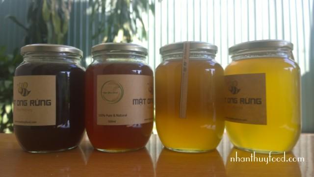 Tất cả các hũ trong hình đều là mật ong rùng với màu khác nhau!
