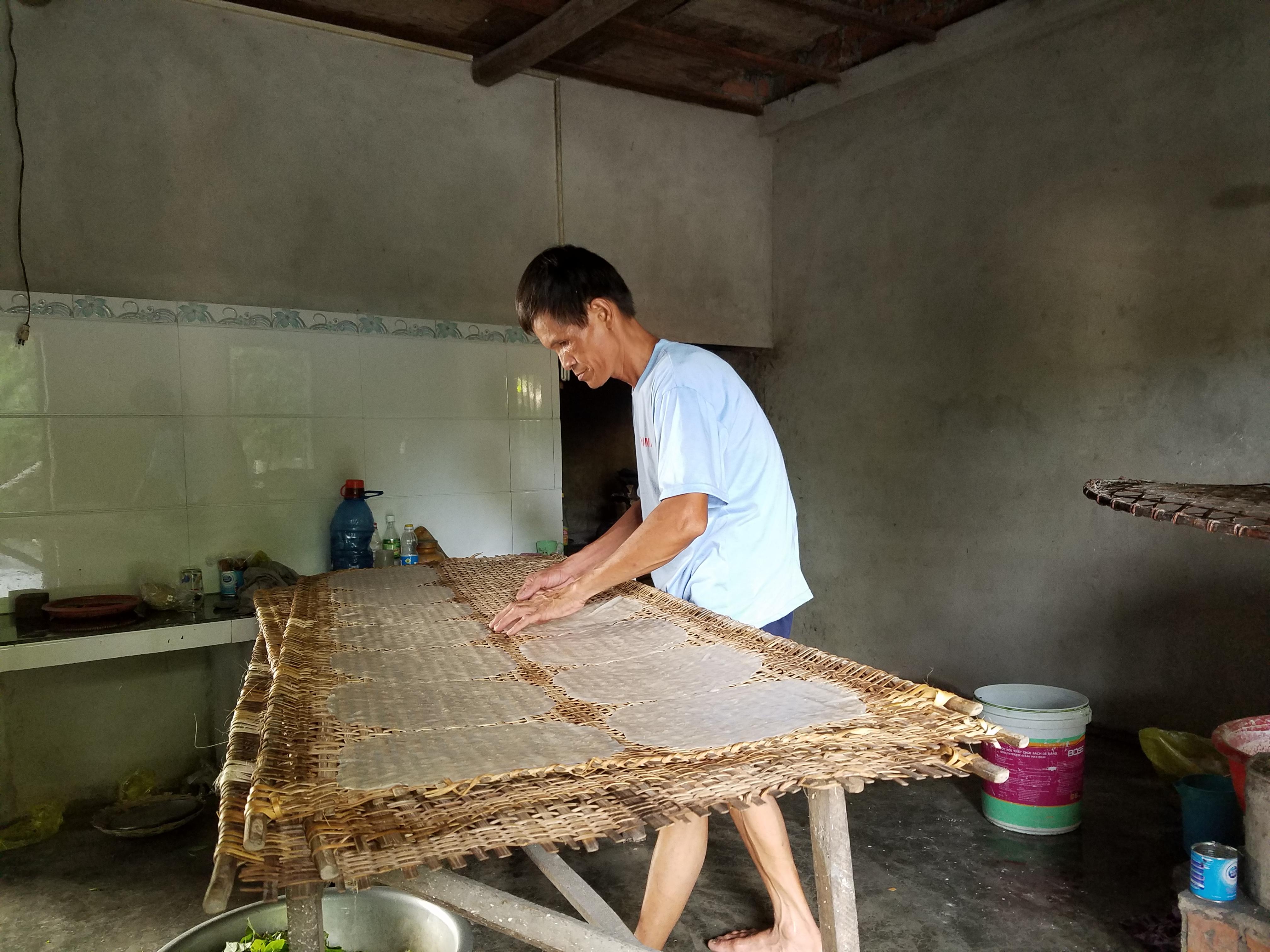 nghệ nhân làm bánh tráng
