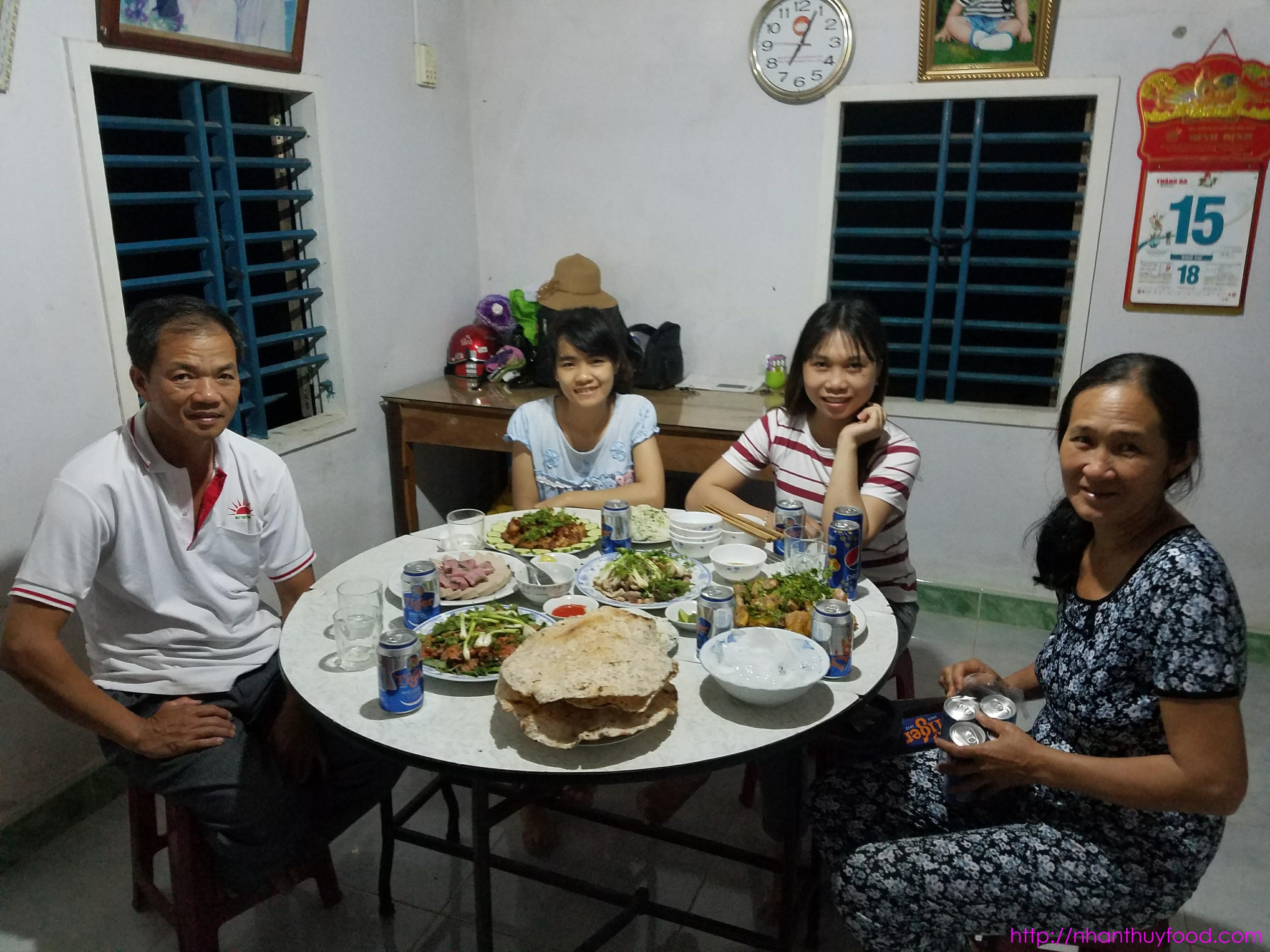 Bánh tráng dừa trong mọi bữa tiệc của con người xứ Nẫu