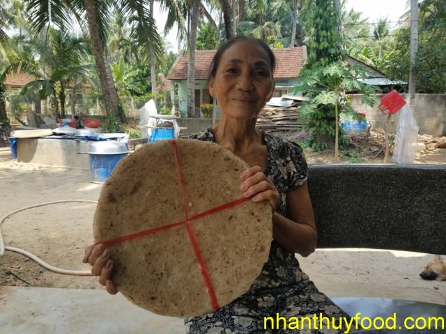 Nghệ nhân bánh tráng dừa