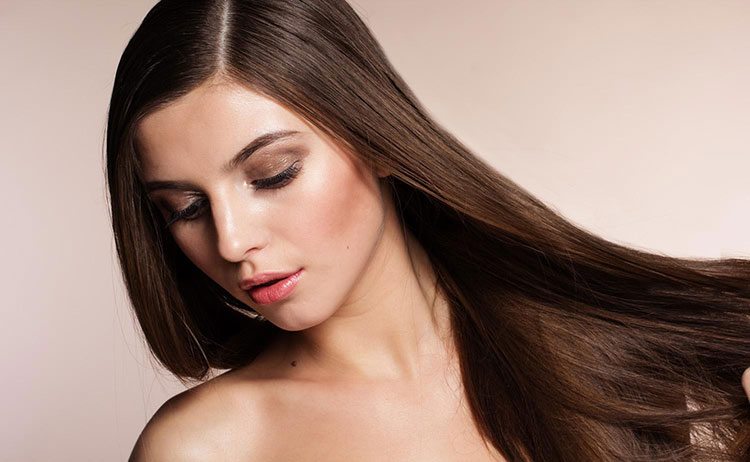 Hãy dưỡng tóc thường xuyên nếu bạn cảm thấy tóc có dấu hiệu xơ, rối