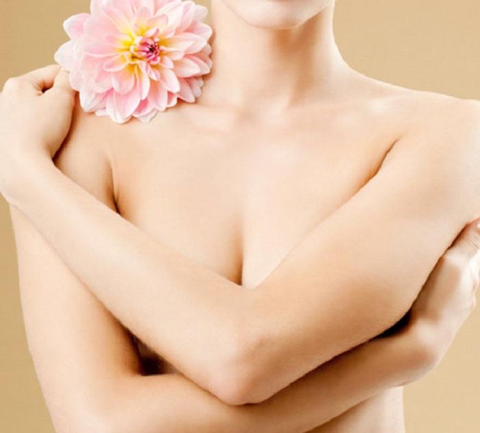 Nhũ hoa bị thâm sạm khiến chị em mất tự tin