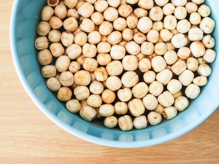 Ngâm hạt sen trong vòng 60 phút